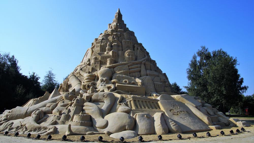 Highest sandcastle in the world wallpaper