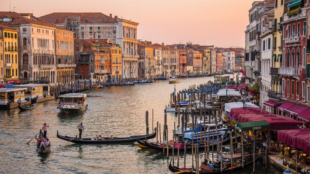 Gondolas on the Grand Canal at sundown wallpaper