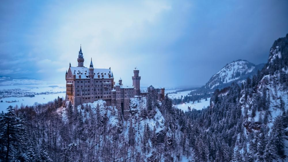 Neuschwanstein Castle in wintertime wallpaper