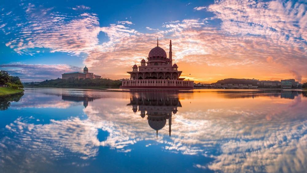 Putra Mosque, Putrajaya, Malaysia wallpaper