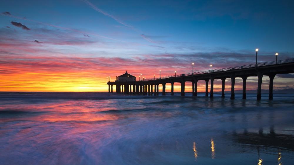 Manhattan Beach Pier at sundown (California) wallpaper