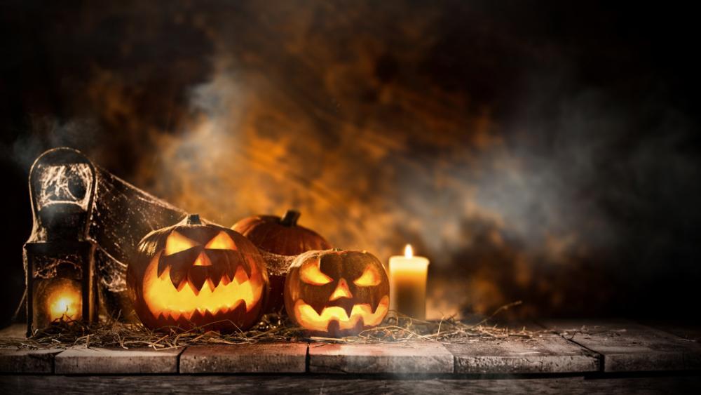 Halloween candles and pumpkin Jack O'lanterns wallpaper