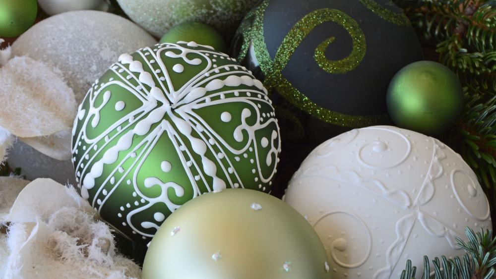 Green and white Christmas balls wallpaper