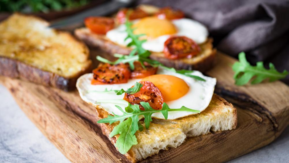 Toast with fried egg wallpaper