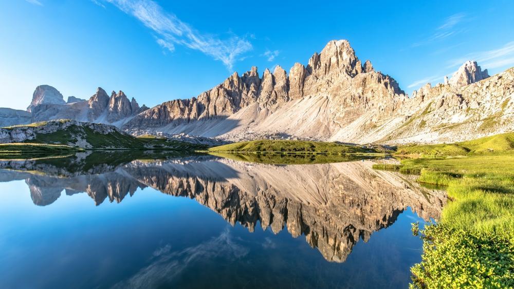 Laghi del Piani mirroring the Mount Paterno wallpaper