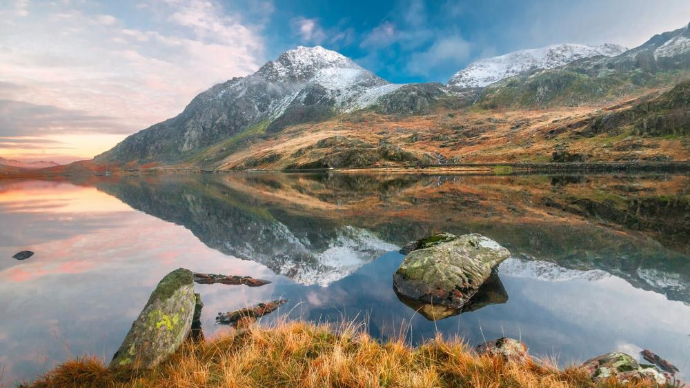 Mirrored landscape wallpaper
