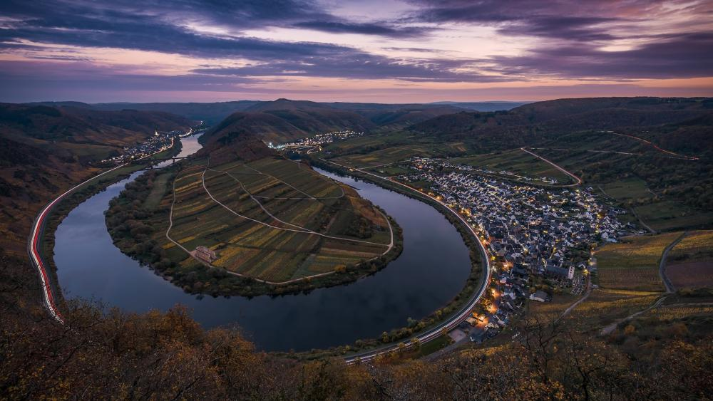 Mosel River Bend in Bremm wallpaper