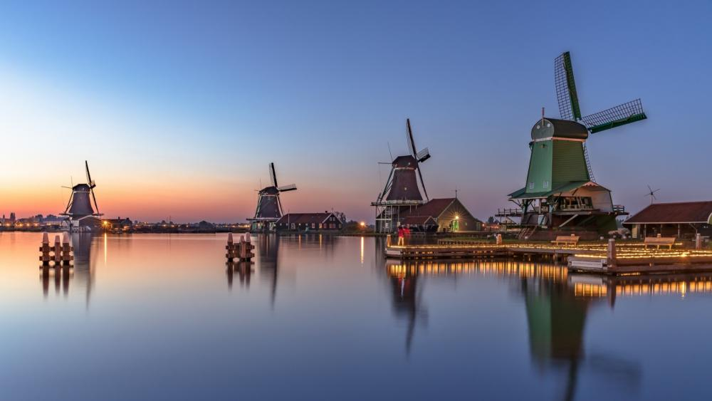 Iconic windmills of Zaanse Schans wallpaper
