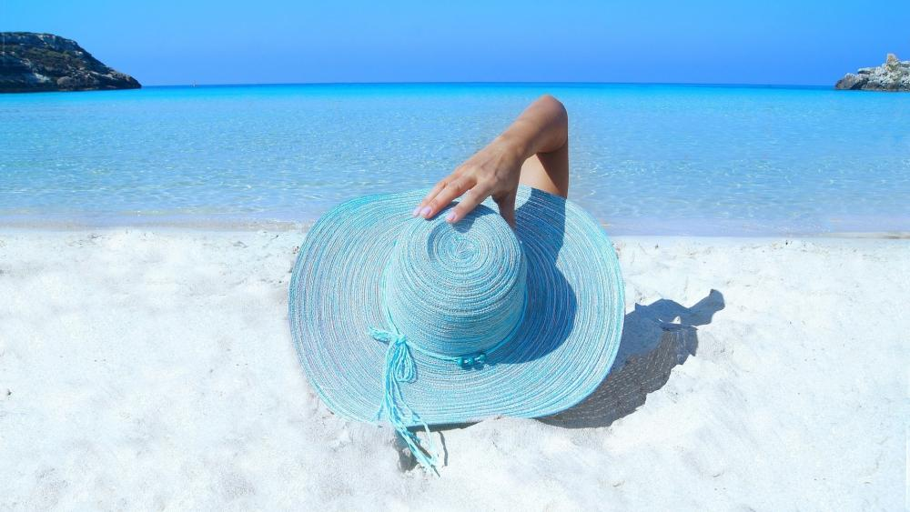 Hat in the sand wallpaper