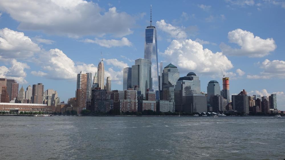 Manhattan Skyline & One World Trade Center wallpaper