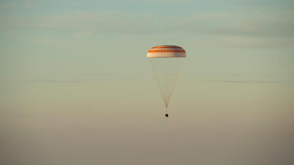 Expedition 48 Soyuz TMA-20M Landing wallpaper