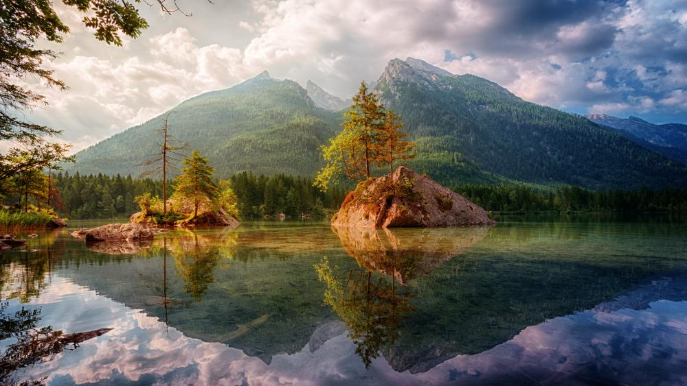 Small islets on the Hintersee Lake wallpaper