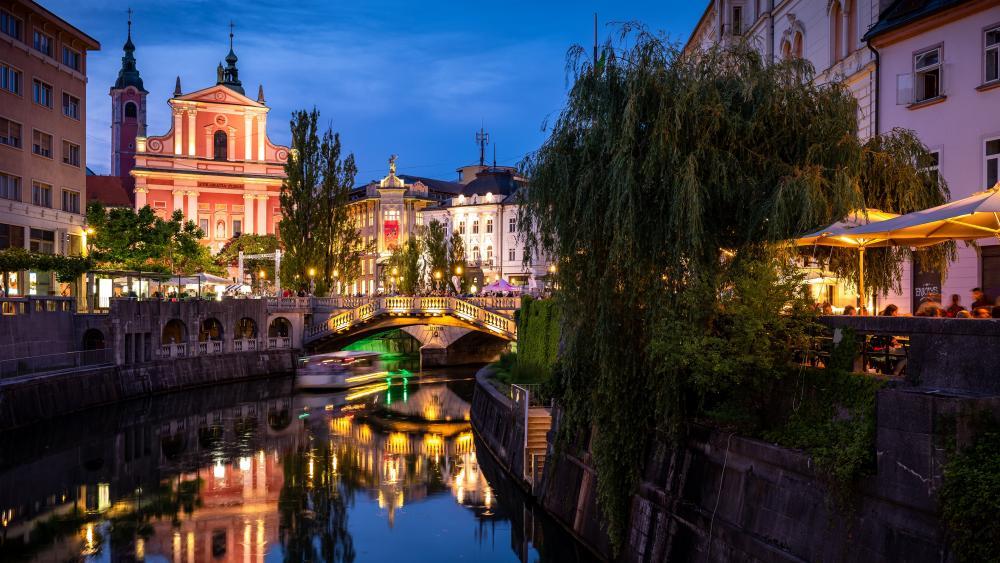 Ljubljana at dusk (Slovenia) wallpaper