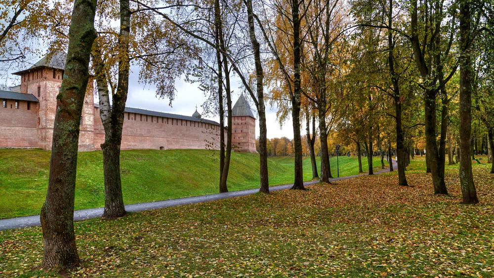 Novgorod Kremlin at fall (Veliky Novgorod, Russia) wallpaper