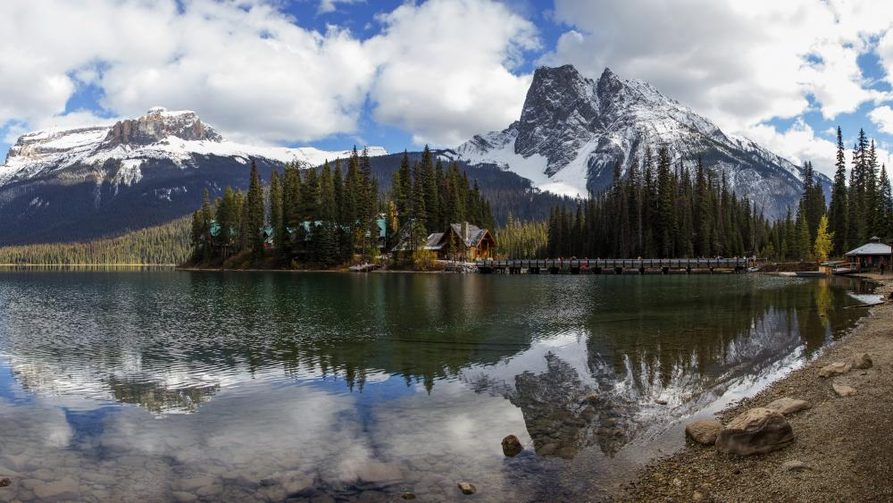 Emerald Lake (Yoho National Park, Canada) wallpaper