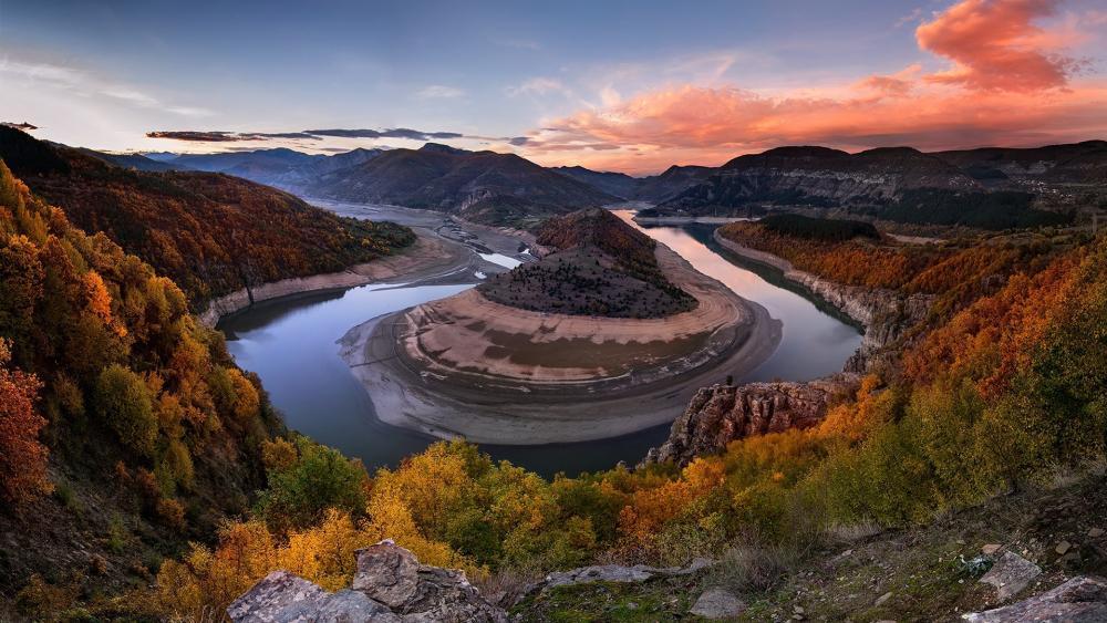 Arda river bend, Madzharovo, Eastern Rhodope mountains, Bulgaria wallpaper