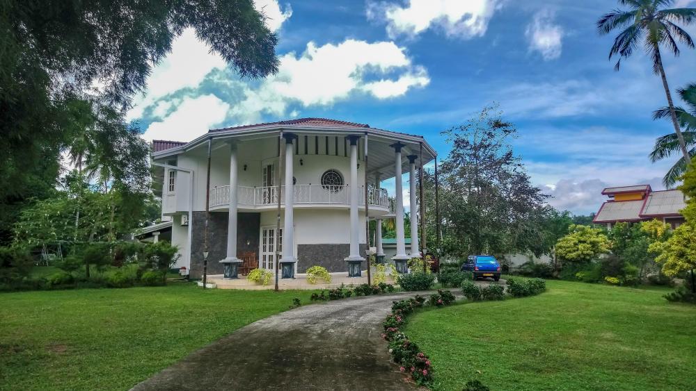 Modern architectured house from Sri Lanka wallpaper