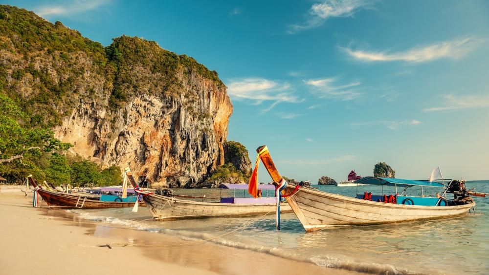 Boats on Railay Beach (Thailand) wallpaper