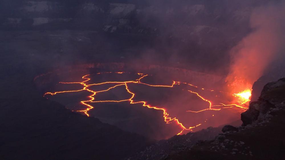 Bird's Eye View Of Simmering Kīlauea Volcano at Hawai'i Volcanoes National Park wallpaper