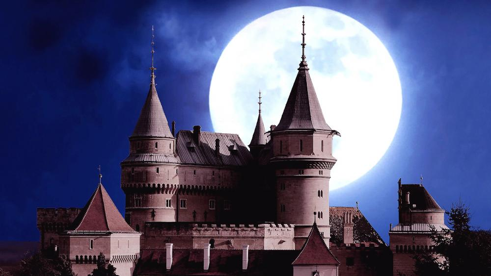 Bojnice Castle at full moon (Slovakia) wallpaper