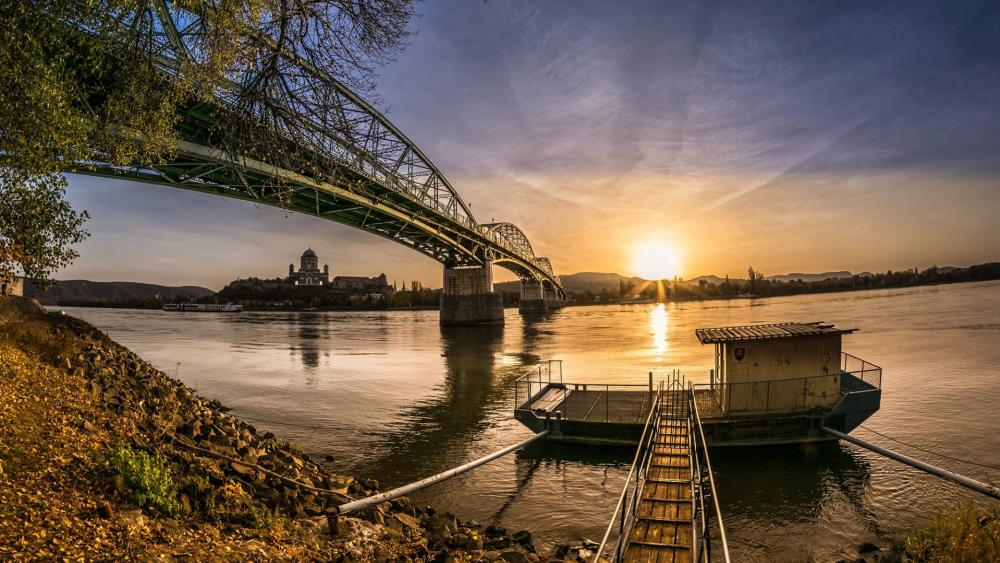 On the banks of the Danube (Budapest) wallpaper