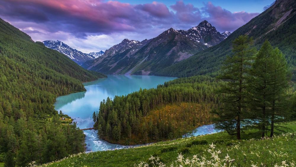 Lake Kucherla and Altai Mountains (Siberia, Russsia) wallpaper