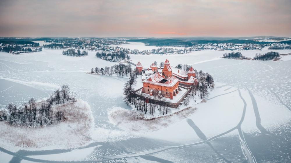 Trakai Island Castle on the frozen Lake Galvė wallpaper
