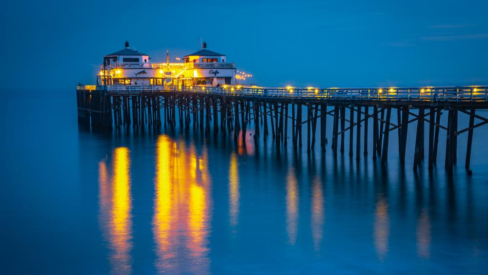 Malibu Pier at dusk wallpaper
