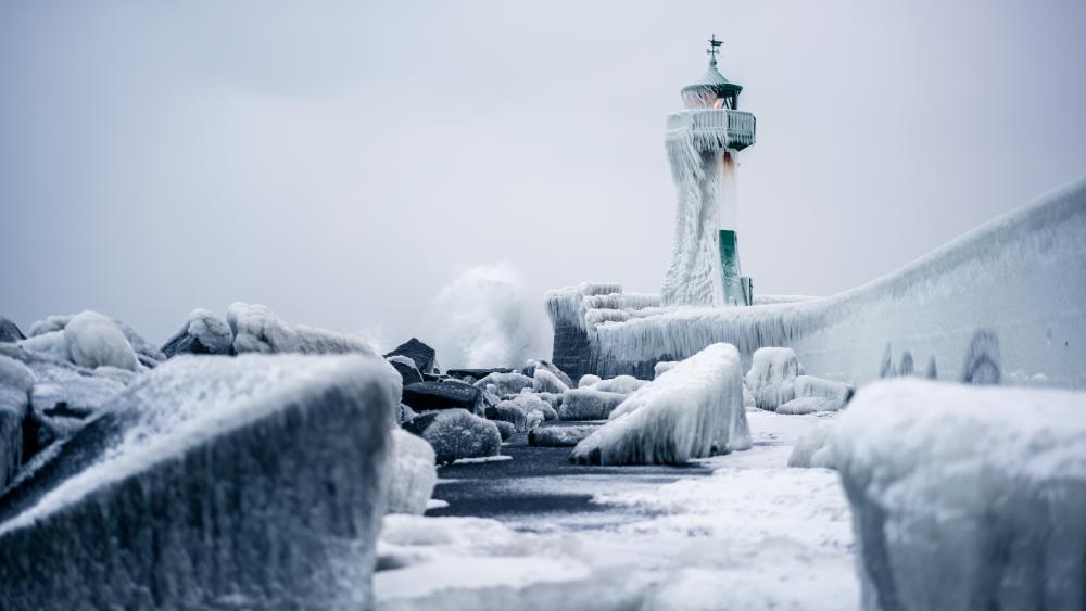 Frozen lighthouse in Germany wallpaper