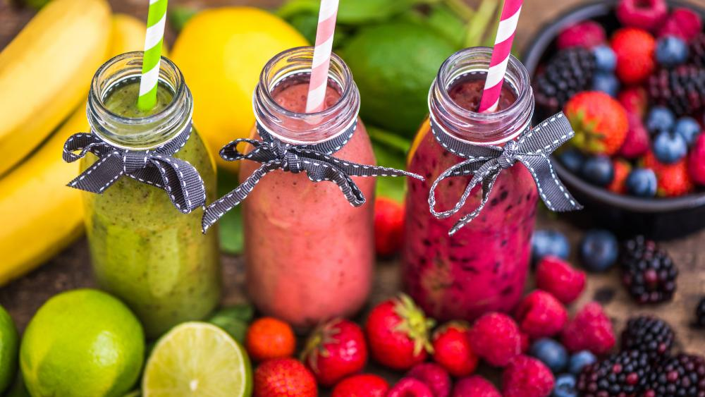 Smoothies in jars wallpaper