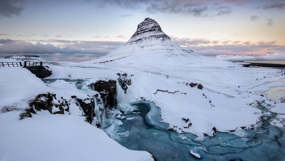 Mt. Kirkjufell and Kirkjufellsfoss waterfall  in Grundarfjörður wallpaper