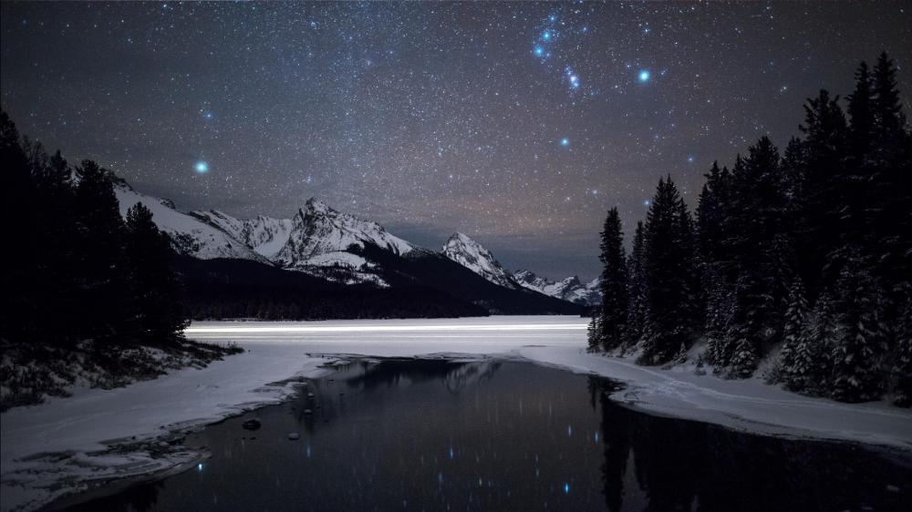 Maligne Lake Jasper National Park Alberta Canada wallpaper