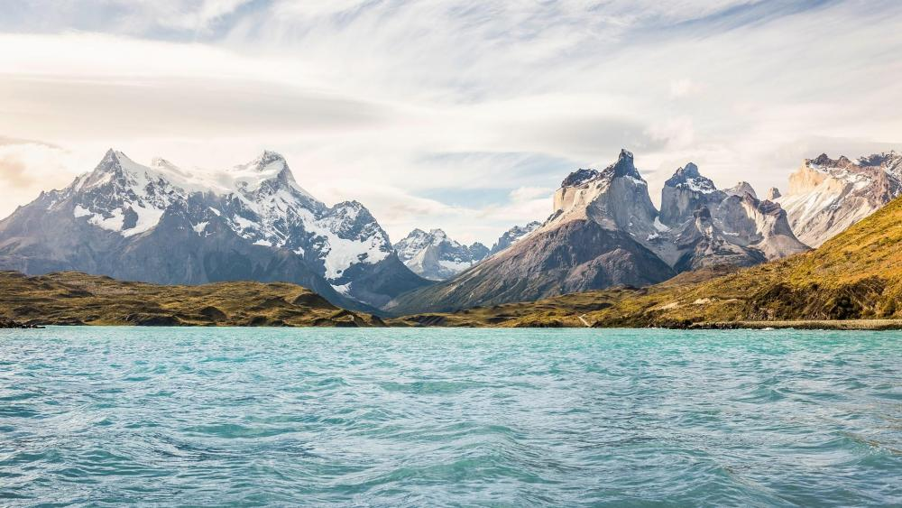 Lake Pehoé, Torres del Paine National Park wallpaper