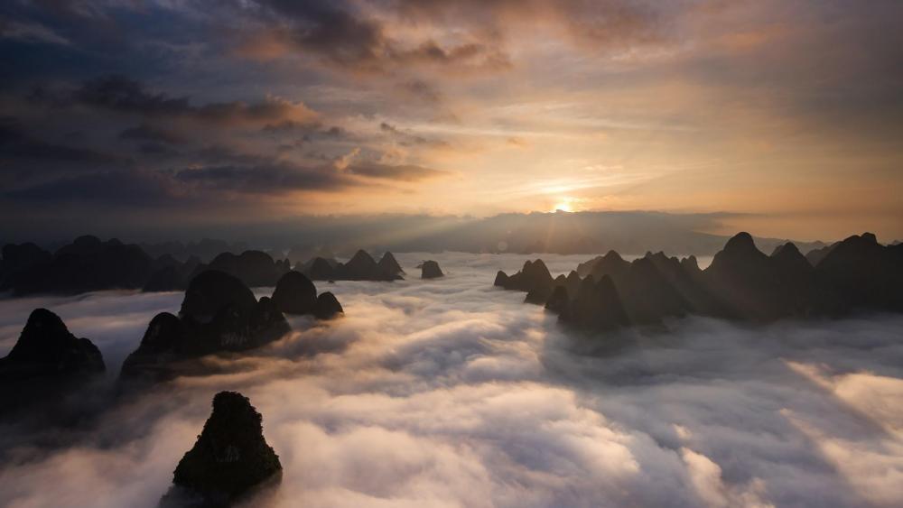 Huangshan Mountain in sea of clouds wallpaper