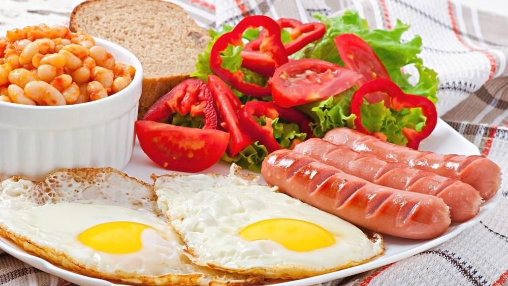 Full breakfast with bean, frankfurters and fried eggs wallpaper