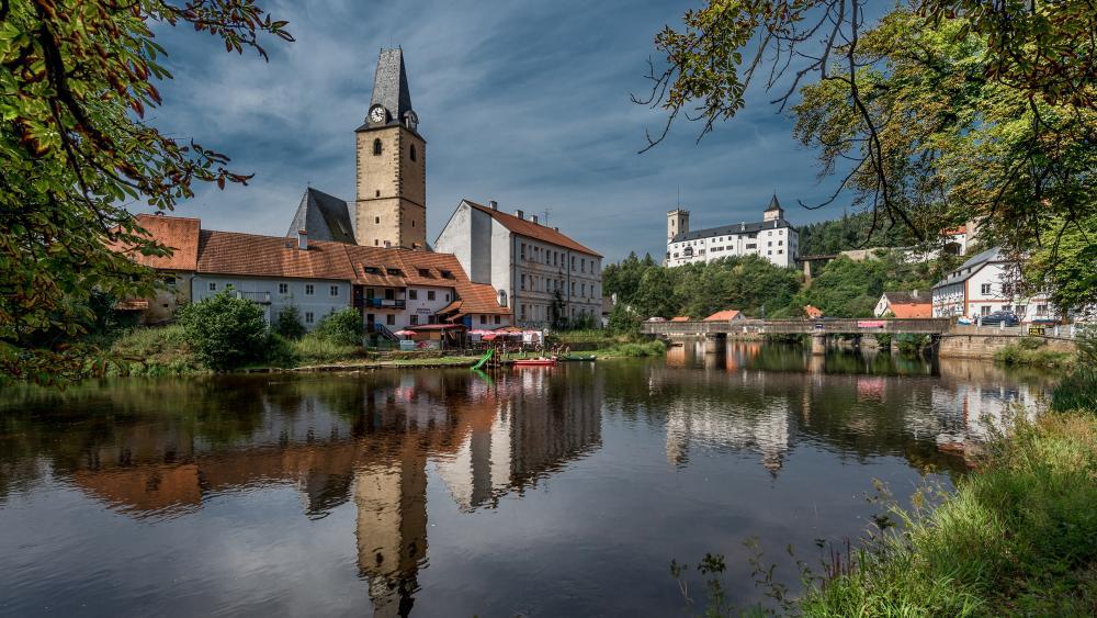 The Vltava River and the Rozmberk Castle wallpaper