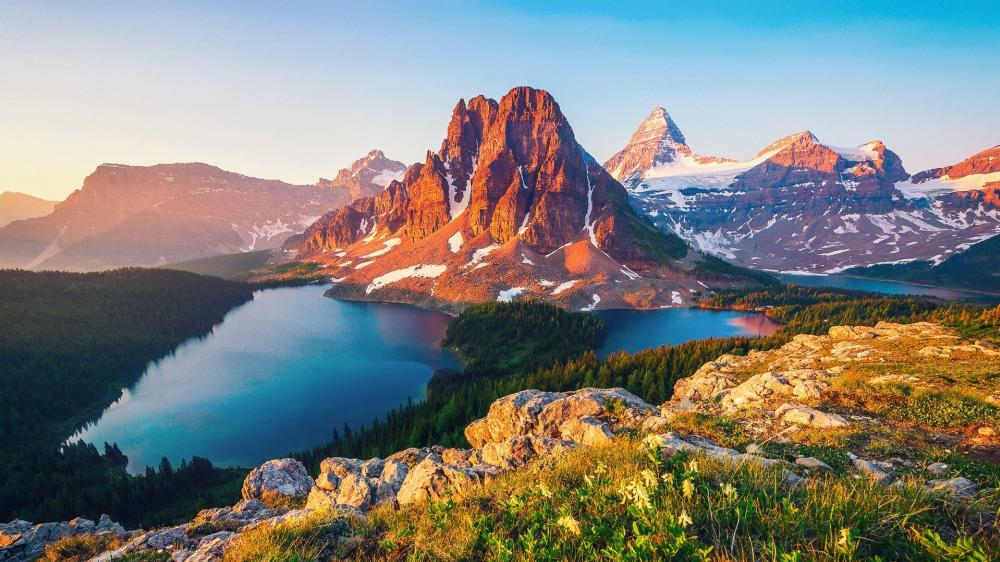 Sunburst Lake and Sunburst Peak (Mount Assiniboine Provincial Park) wallpaper