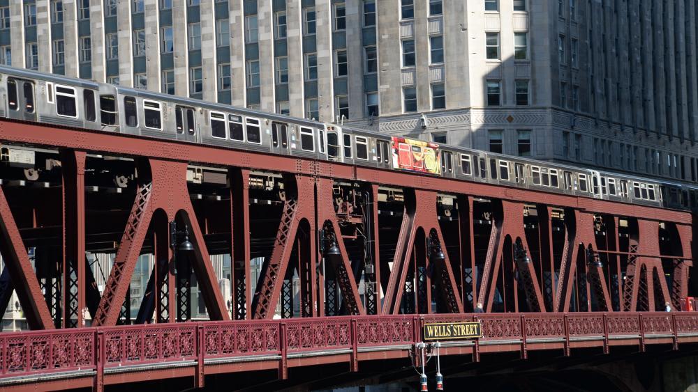 Train Crossing the Wells Street Bridge wallpaper