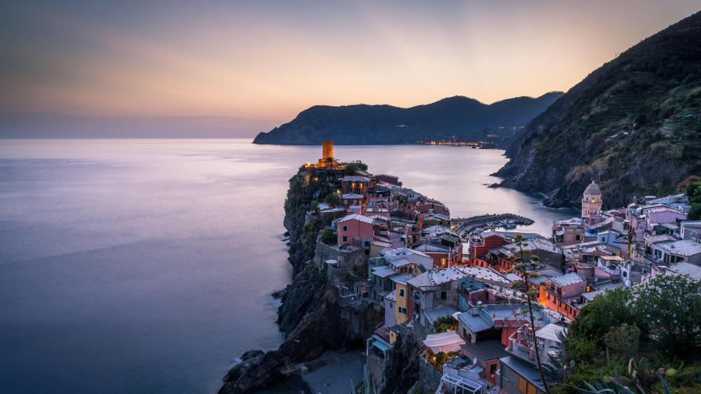 Vernazza at dusk wallpaper