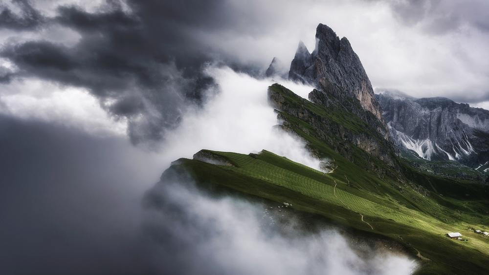 Cloudy Odle Mountains (Puez-Odle Nature Park) wallpaper