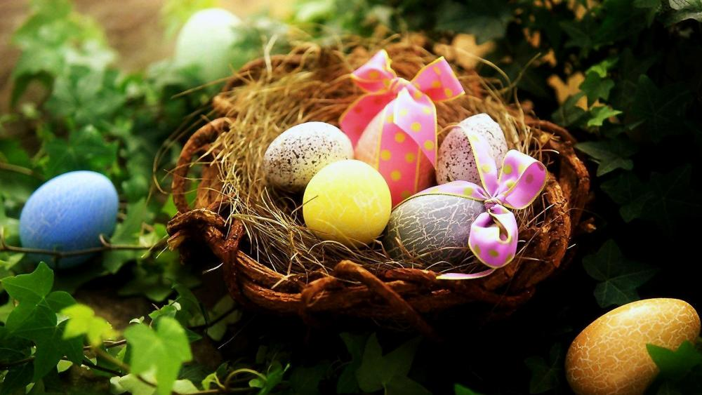 Colorful Easter Eggs in nest wallpaper