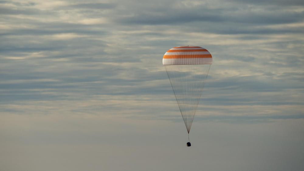 Soyuz MS-01 Capsule Landing with Expedition 49 wallpaper