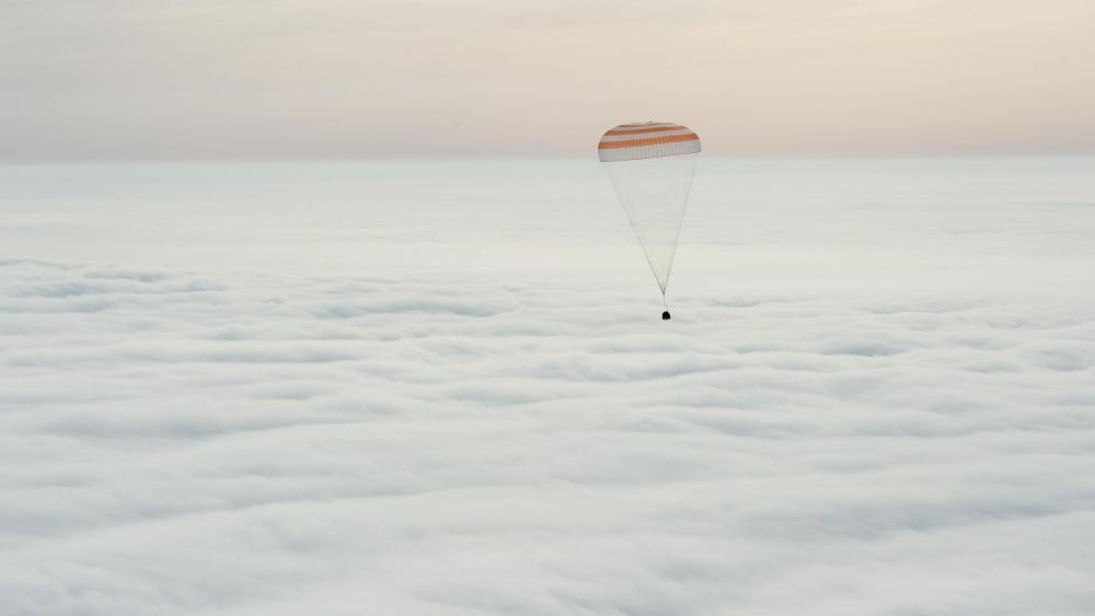 Expedition 46 During Descent wallpaper