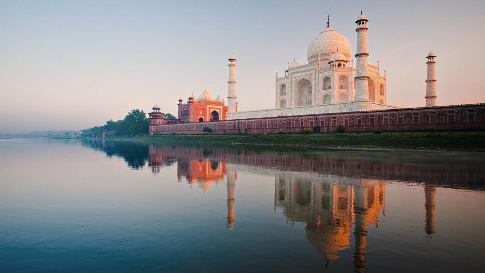 Taj Mahal reflected in Yamuna River wallpaper
