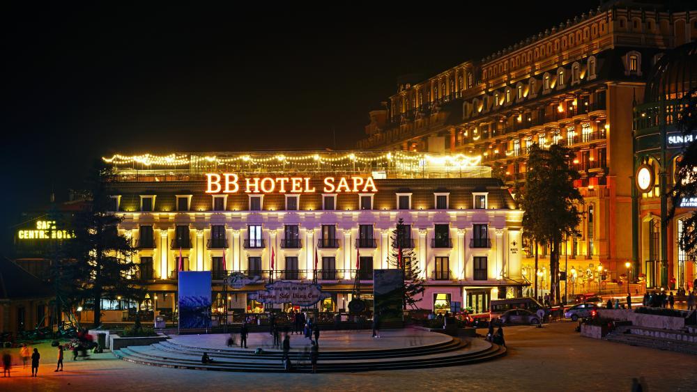BB Hotel Sapa at night (Vietnam) wallpaper