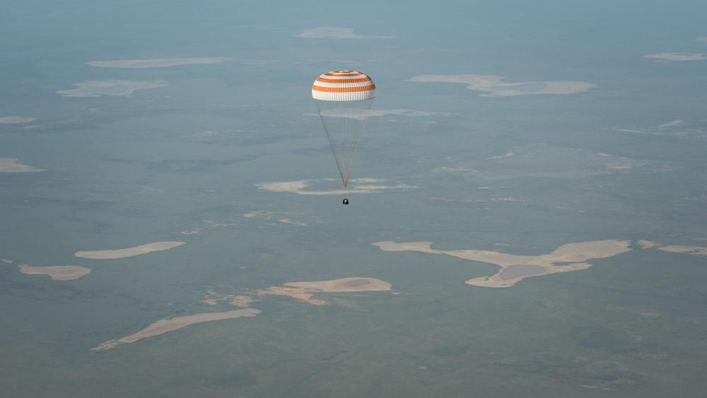 Expedition 39 Soyuz TMA-11M Landing wallpaper