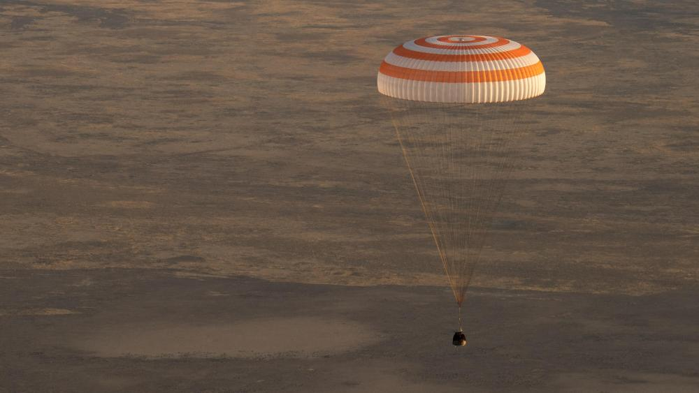 Soyuz MS-04 Landing with Expedition 52 wallpaper