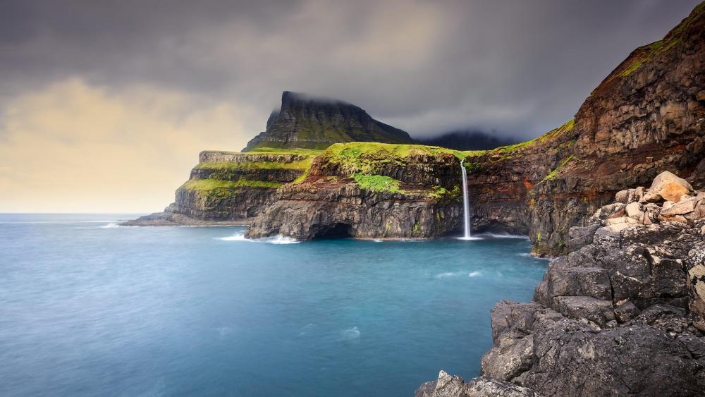 Mulafossur Waterfall, Vagar Island, Faroe Islands wallpaper