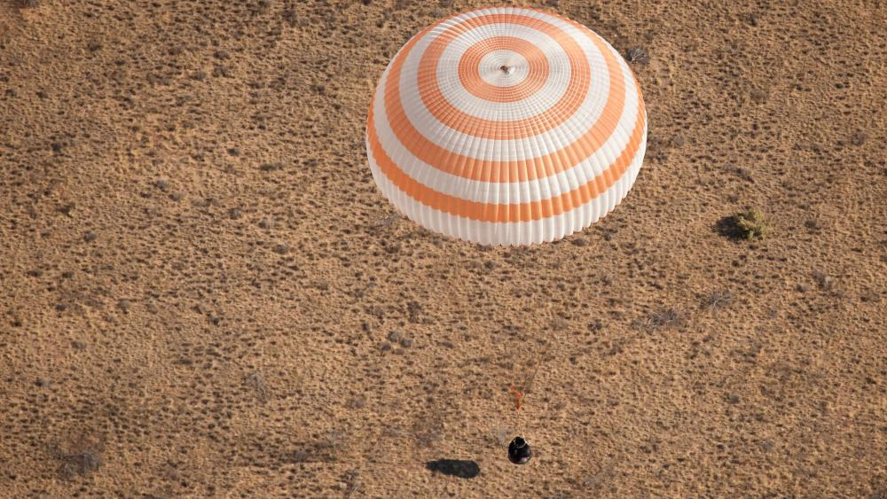 Expedition 28 Just Before Landing wallpaper