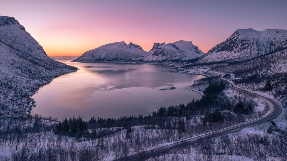Bergsbotn viewpoint at wintertime, Norway wallpaper